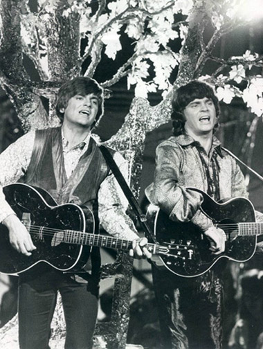 Don and Phil Everly perform on Johnny Cash Presents The Everly Brothers Show in 1970. The 2-inch broadcast master tapes of the show are either lost, or no longer exist and the only copies that are known to have survived are either the off-the-air recordings on Type A or VHS.